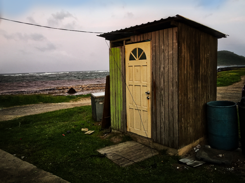 outdoor-loo-sea-960.